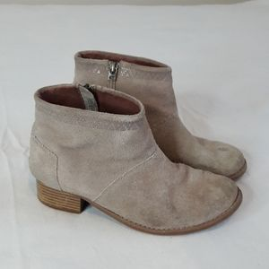 Tom's Suede Gray Leather Booties Size 4